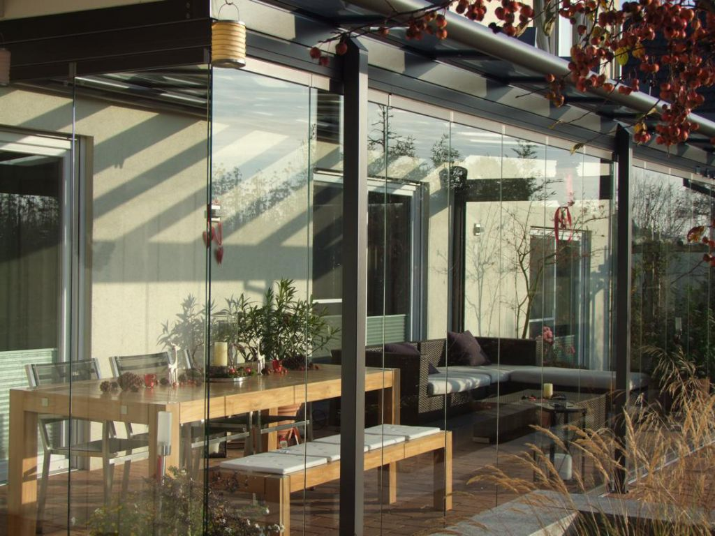 Aussenansicht Solarlux Glashaus Atrium mit SL25 Schiebe-Dreh-System in Ellerhop