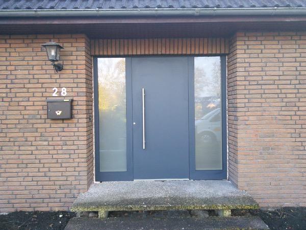 Aussenansicht Kompotherm KOtherm 96 Haustür in Tornesch