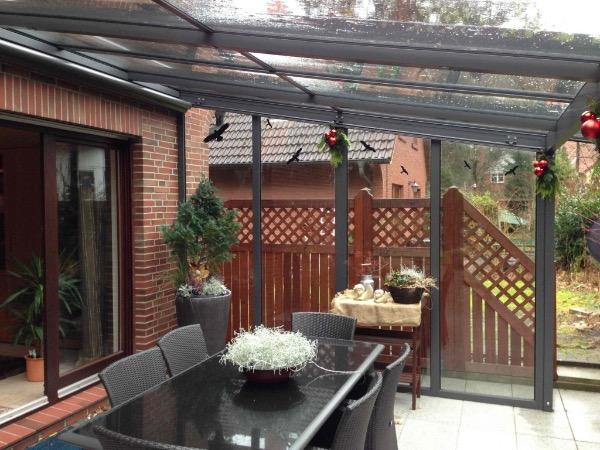 Solarlux Atrium Terrassenüberdachung mit seitlicher Verglasung in Hamburg-Fischbeck Innenansicht