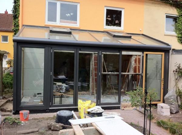 Installation des neuen Solarlux Wintergartens Avantgarde in Hamburg-Bahrenfeld