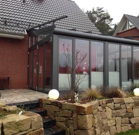Seitliche Ansicht Solarlux Wintergarten Akzent Plus aus Aluminium in Buchholz