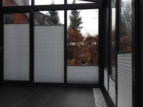 Innenansicht Solarlux Wintergarten Akzent Plus aus Aluminium in Buchholz mit Jalousien