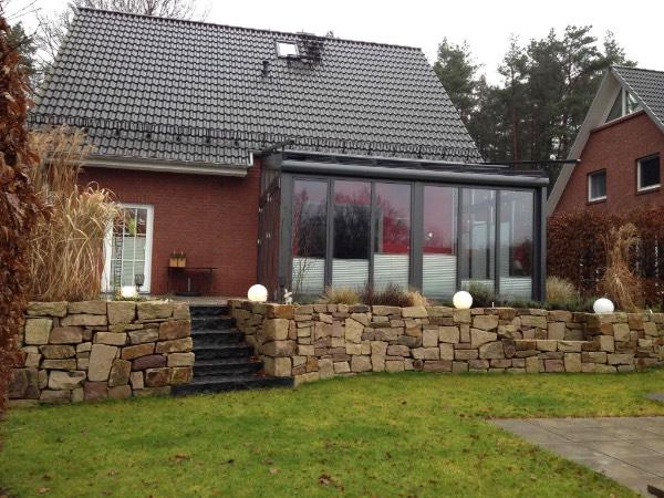Aussenansicht Solarlux Wintergarten Akzent Plus aus Aluminium in Buchholz