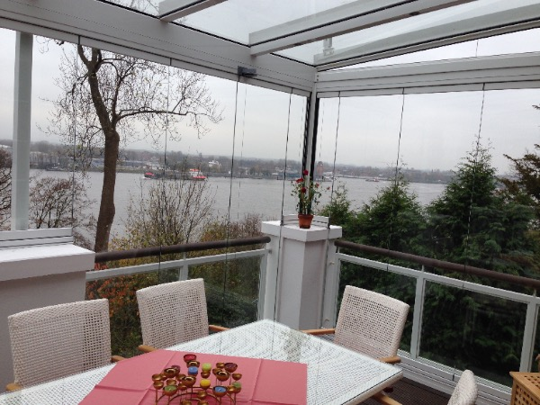 Solarlux Glashaus in Hamburg Blick nach draussen