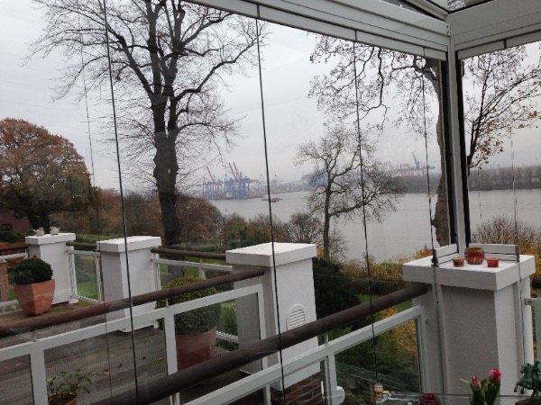 Solarlux Glashaus in Hamburg Blick auf den Hafen