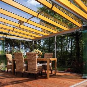 Solarlux Glashaus Modell SDL Aura mit geöffneten Glas-Faltwänden
