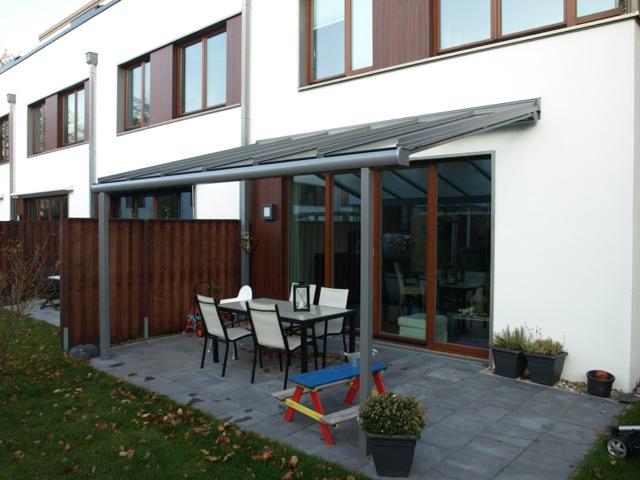 Solarlux Atrium Terrassenüberdachung in Hamburg seitliche Ansicht