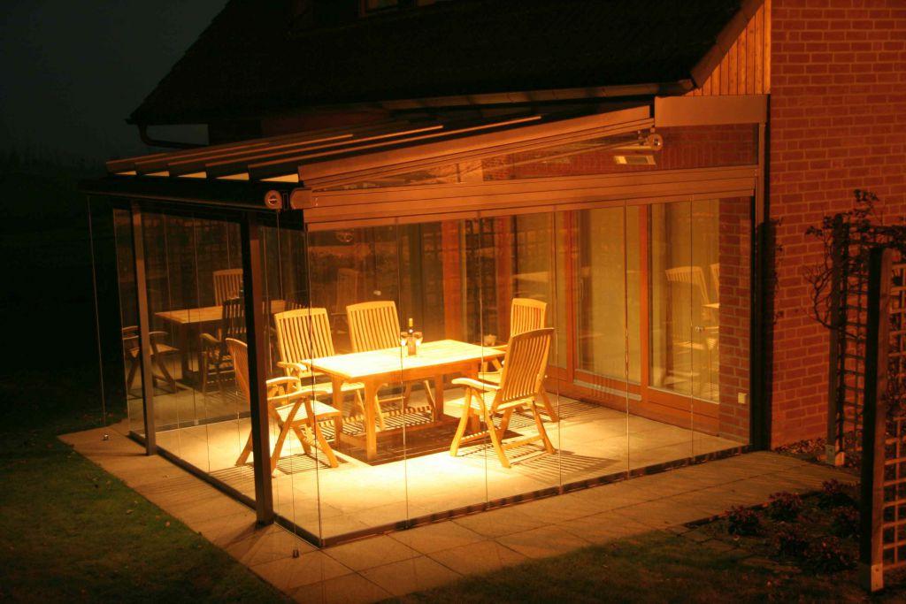 Solarlux Glashaus in Adendorf am Abend