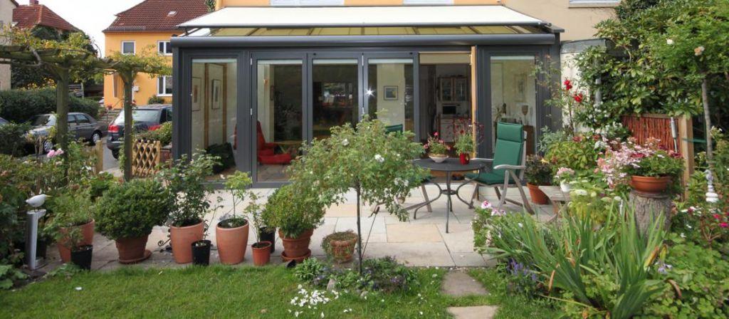 Aussenansicht Solarlux Wintergarten Avantgarde mit Holz-Innenverkleidung