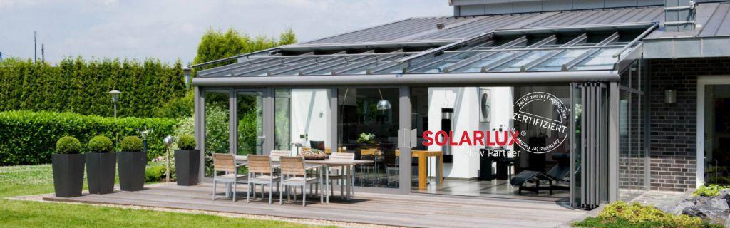 Aussenansicht Solarlux Wintergarten mit Glas-Faltwänden