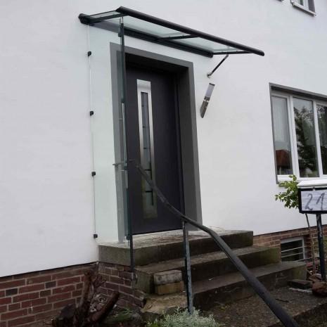 Aussenansicht seitlich Kompotherm Vordach Legeda in Pinneberg