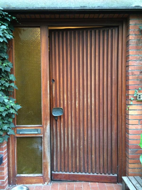 Aussenansicht der alten Haustür vor der Neuinstallation