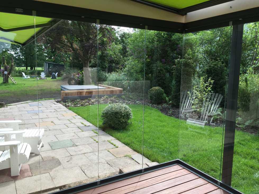 Blick aus dem Solarlux Glashaus SDL Aura Holz-Alu in Appen