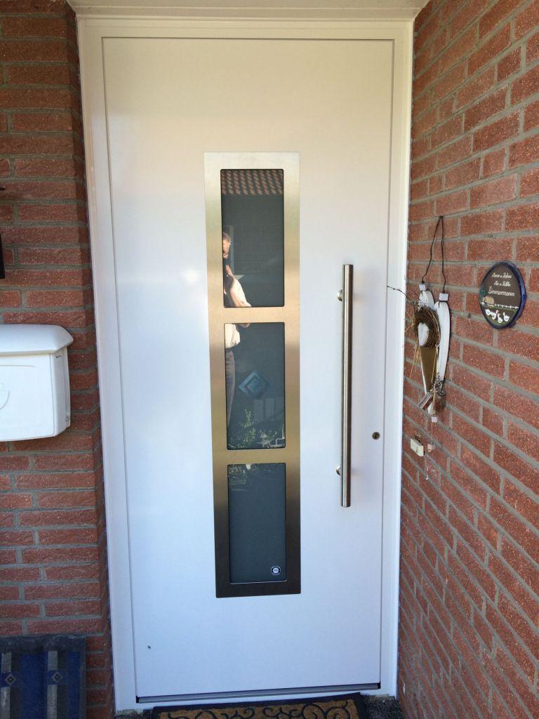 Aussenansicht der Kompotherm 142 Haustür in Pinneberg