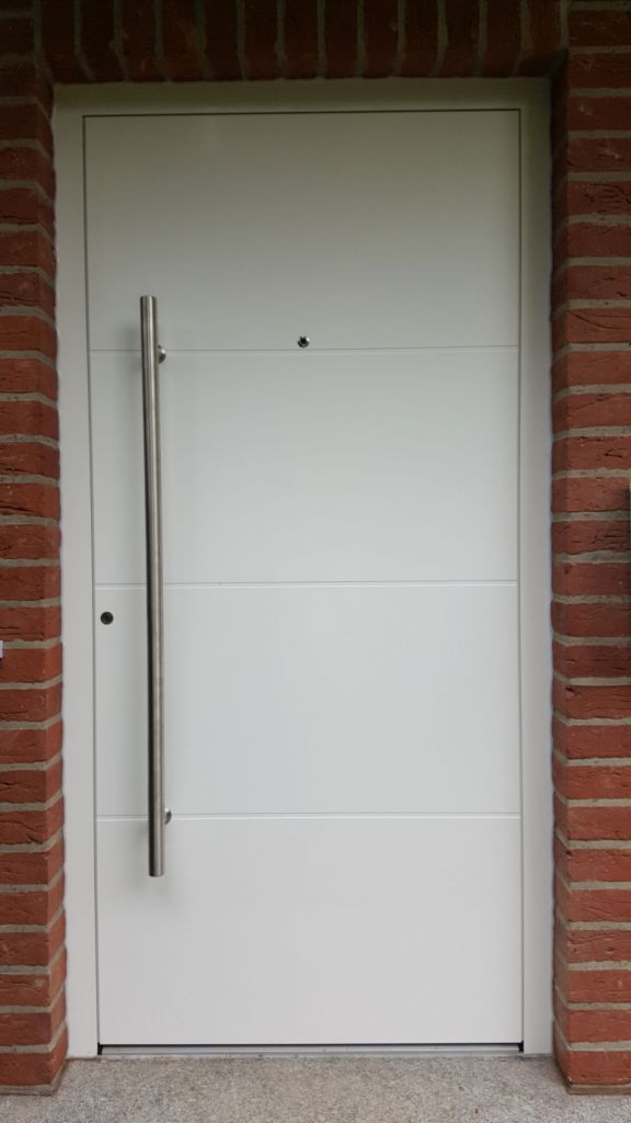 Aussenansicht der Kompotherm E-243 Haustür in Halstenbek