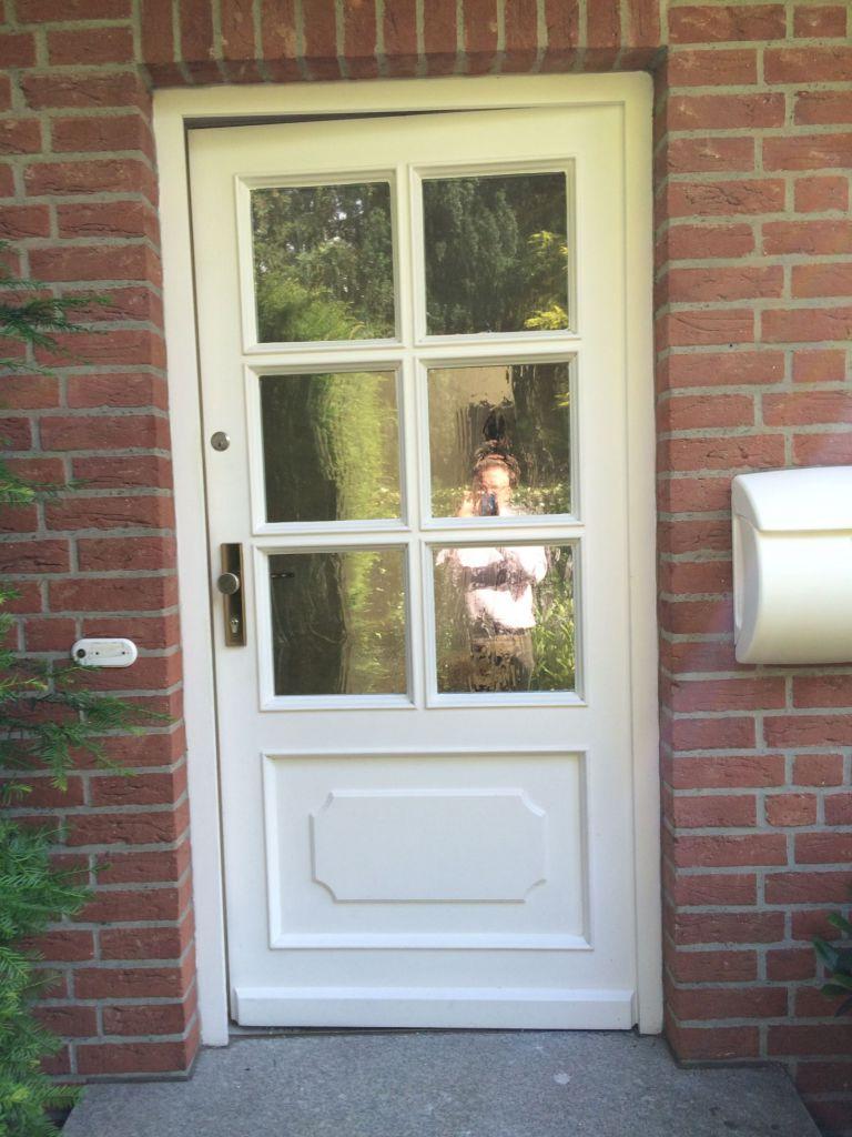Die alte Haustür vor der Installation der neuen Kompotherm E-243 Haustür in Halstenbek