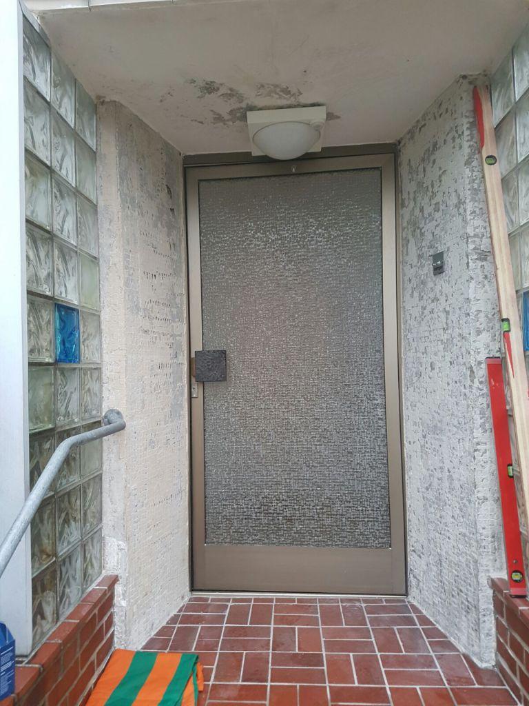Kompotherm E-Design Haustür in Hamburg, vor der Installation der neuen Haustür