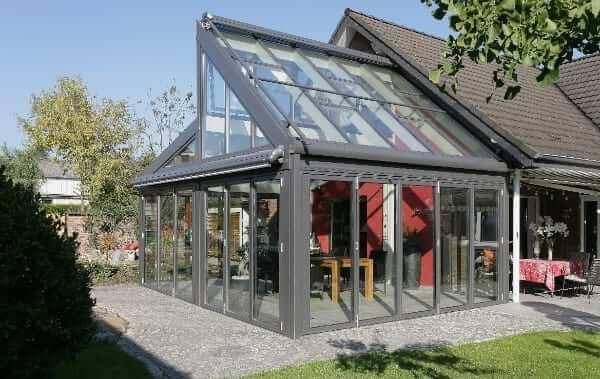 Wintergarten-Solarlux-SDL Avantgarde an der Giebelseite eines Hauses von Sonne Rundum in Hamburg