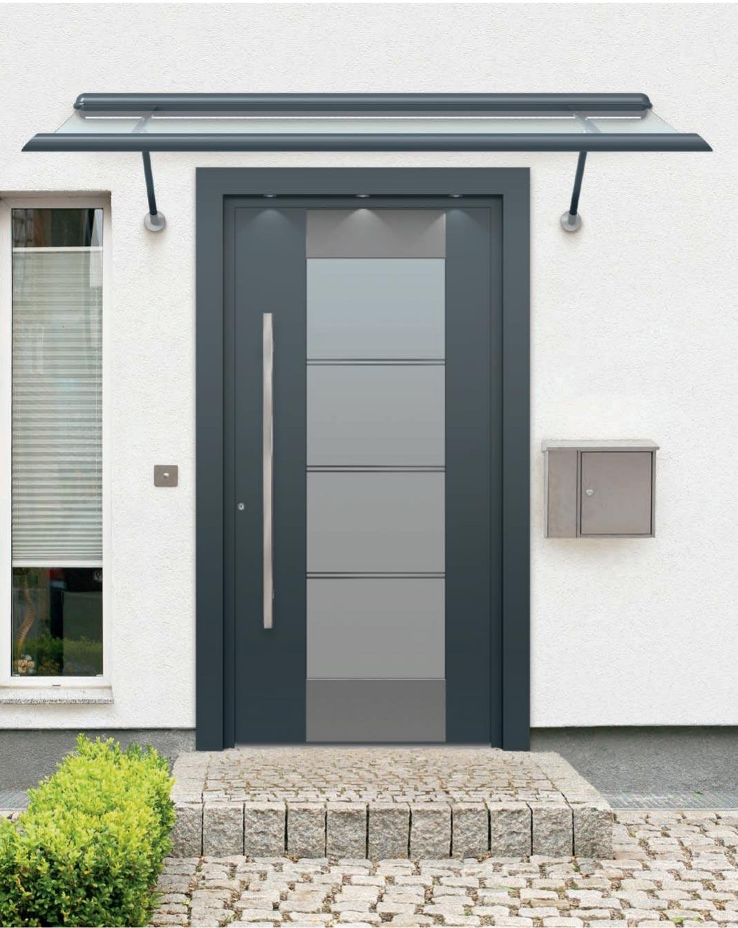 Kompotherm Referenz Vordach mit Haustür anthrazit von Sonne Rundum in Hamburg